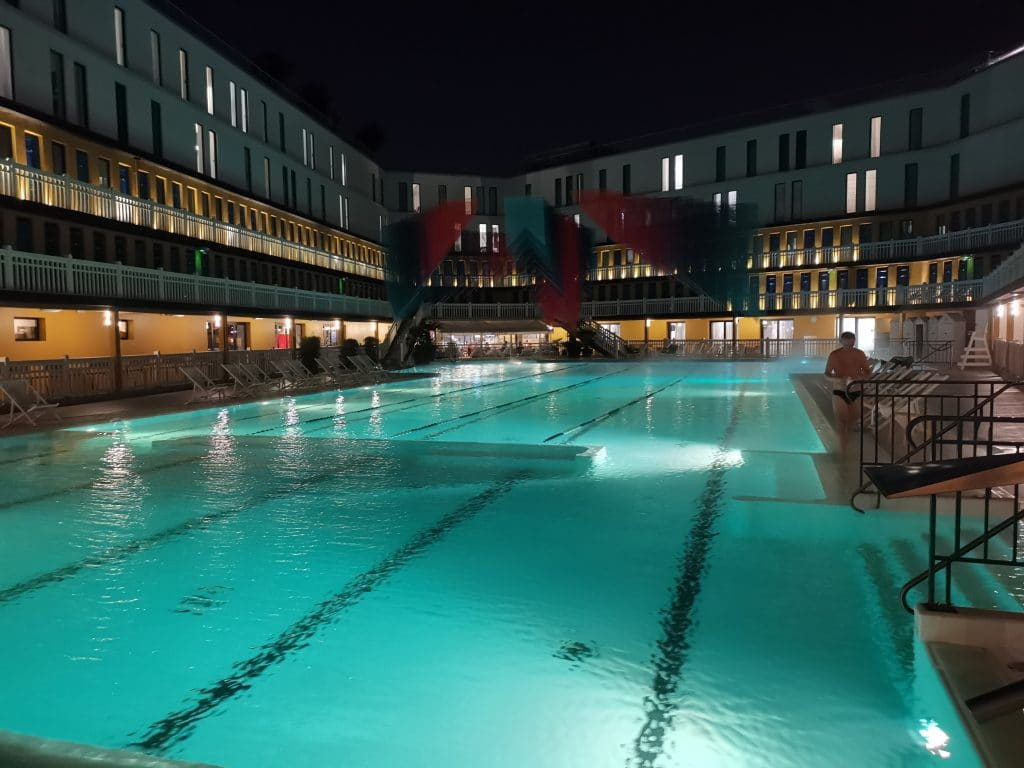 Piscine Molitor at night